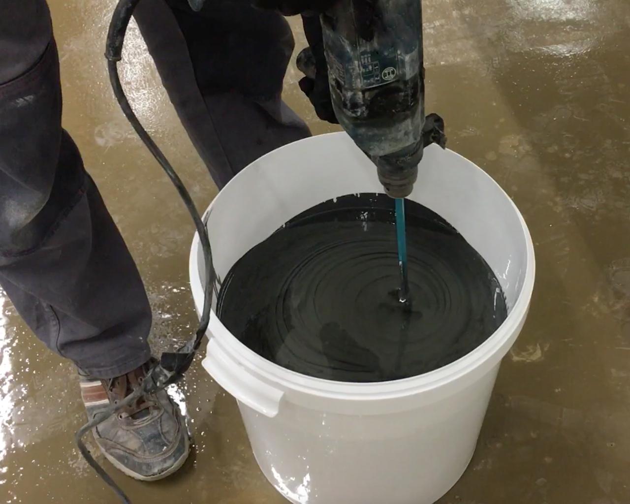 Epoxidharz Bodenbeschichtung HPBI-500 / HPBA-500 wird angemischt